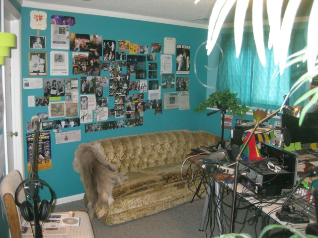 NewStudio/photowallandcouch.jpg